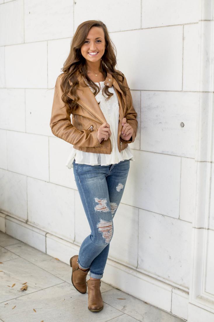 Ashlyn is wearing an Ella Moss top, Black Swan jacket and Joe's Jeans #HELLO Vixen Ankle Skinny in Perla all from Sachi.