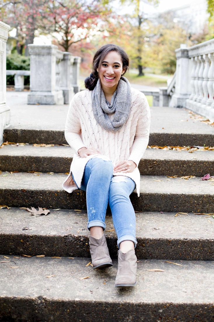 Tiana is wearing Blush Sweater from Free People with Joe's Jean #HELLO Vixen Ankle skinny in Perla and Scarf from Sachi.